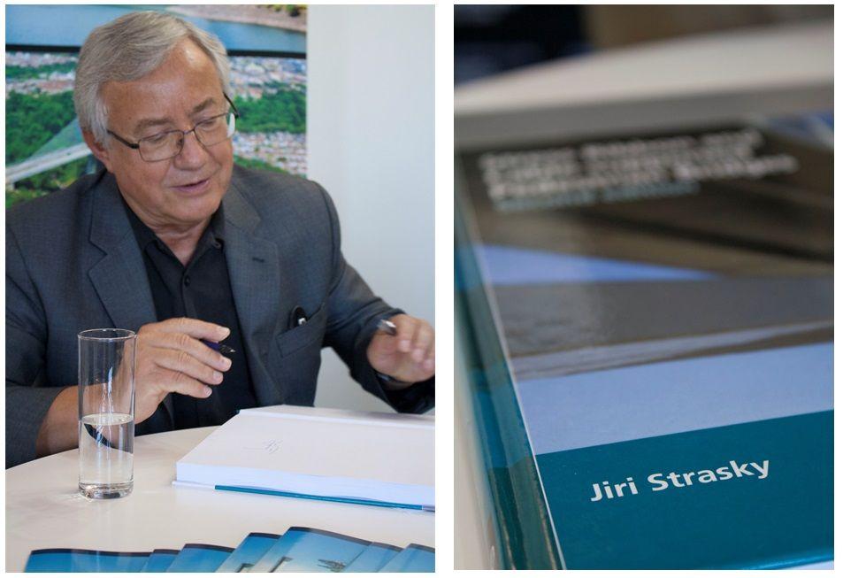 Jiri Strasky firmando2