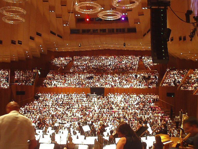 800px-sala_principal_de_conciertos_opera_de_sydney